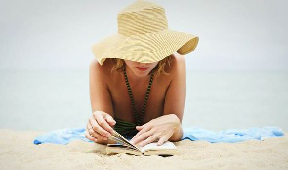 girl-reading-beach-482224