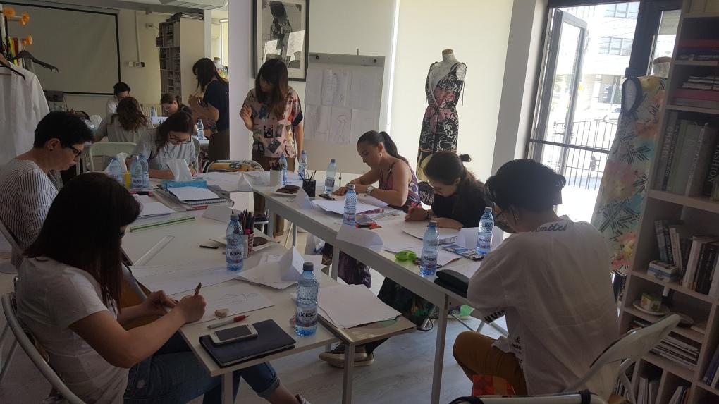 designerul si elevii